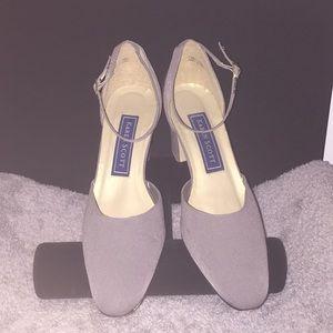 Karen Scott Light Gray 'Alzada' Heels